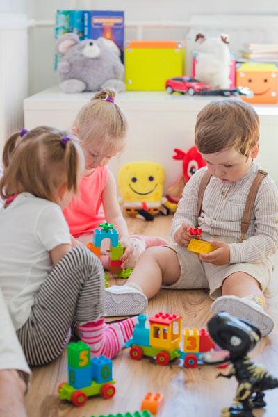 little children sitting floor playing